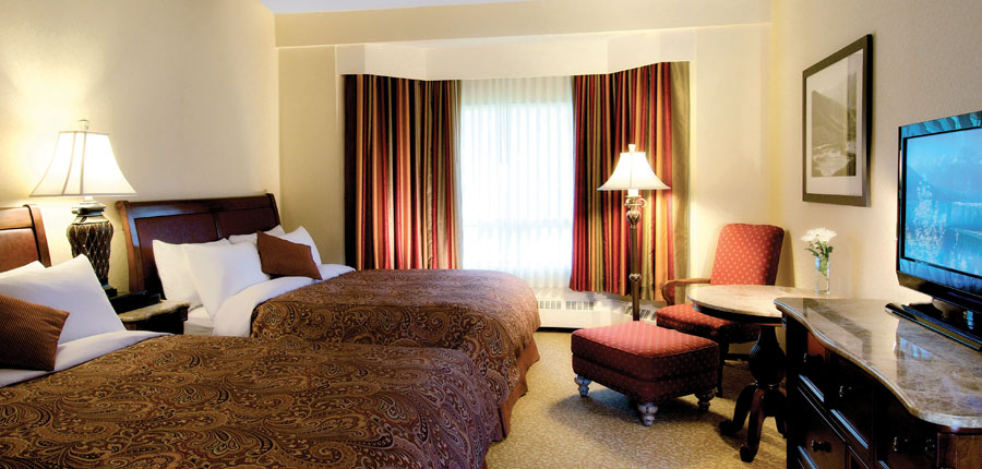 canada_big-3-ski-area_lake-louise_lake-louise_inn_bedroom.jpg